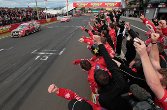 Garth Tander crosses the line to win the 2011 Bathurst 1000