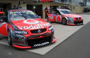 The TeamVodafone Commodores in the Symmons Plains pitlane
