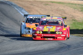 Tony Ricciardello and Darren Hossack battle it out at the Winton Shannons Nationals meeting last year