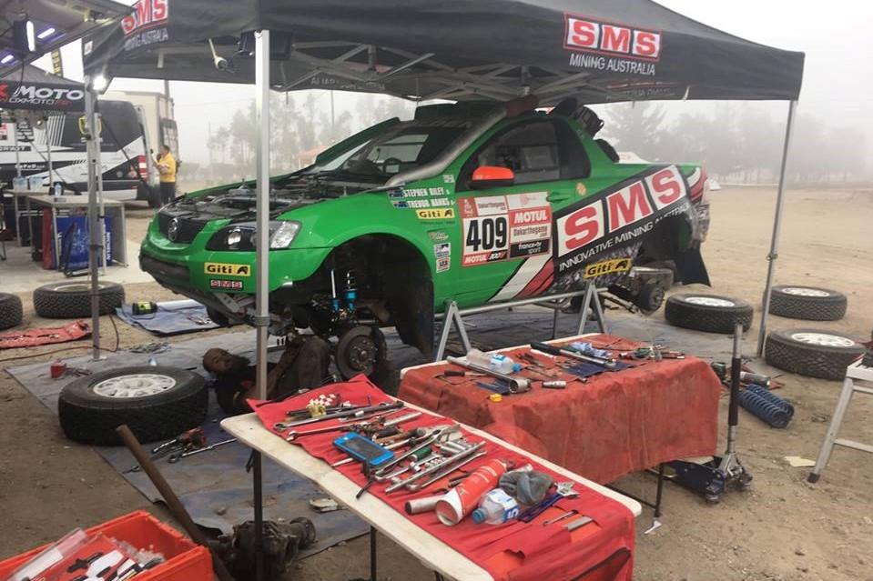 Holden ute out of Dakar due to transmission problem - Speedcafe