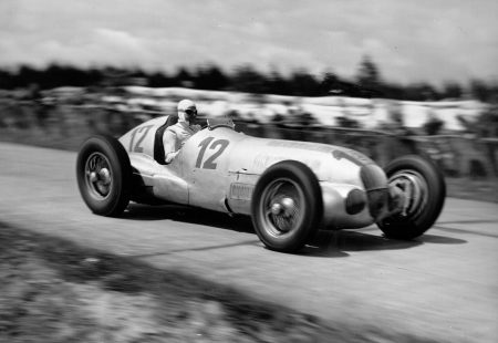 Rudolf Caracciola at the wheel of the Mercedes-Benz W 125 in the 1937 German GP